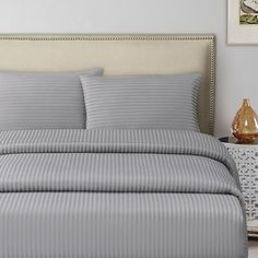 800 Egyptian Stripe - Indulge yourself with our 800 thread count woven stripe sheets made with 100% Egyptian cotton. Available at Echelon Home. #800threadcount #Egyptiancotton #Stripe #Striped