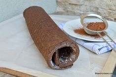 Blat de ruladă cu cacao rețeta pas cu pas. Rețeta simplă de blat sau foaie pentru ruladă cu cacao. Un blat pufos pentru tort - rulada perfect pentru a fi umplut cu diferite creme, fructe, frișcă. Cum se face blatul cu cacao pentru rulade? Cum se face o ruladă pufoasă cu cacao? Romanian Desserts, Cacao Beans, I Foods, Cake Recipes, Cooking Recipes, Simple, Ethnic Recipes, Easter, Birthday