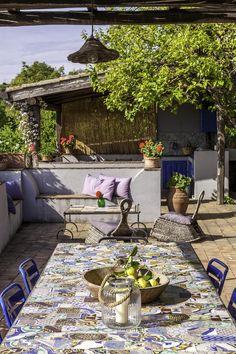 The lovely, colourful terrace at Il Palmento dei Castagni. Photography: Chiara Cochi.