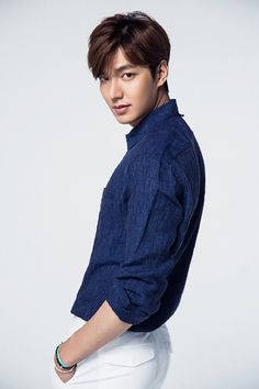 Lee Min-ho wins award for leading and promoting healthy communication online, 2015 Korea SNS Industry Grand Award @ HanCinema :: The Korean Movie and Drama Database Kim Bum, Jung So Min, New Actors, Actors & Actresses, Kim Jisoo Actor, Minho, Asian Actors, Korean Actors, F4 Boys Over Flowers