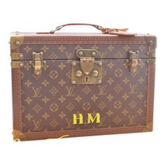 c49cfe916143 LOUIS VUITTON Women Travel bags - Vestiaire Collective. Cloth vanity case