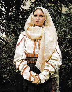 Vrancea, Moldavia Hungarian Embroidery, Folk Embroidery, Learn Embroidery, Embroidery Ideas, Fashion D, Ethnic Fashion, Traditional Dresses, Traditional Art, Folk Costume