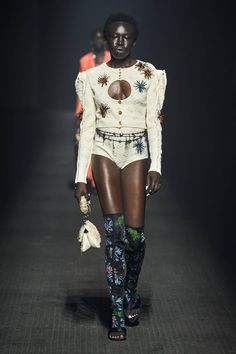 Kenzo Spring Summer 2020 trends runway coverage Ready To Wear Vogue hot pants Kenzo, 2020 Fashion Trends, Runway Fashion, Fashion 2020, High Fashion, Vogue Paris, Inspiration Mode, Fashion Inspiration, Design Inspiration