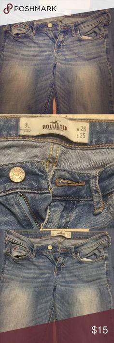 Junior Hollister Jeans *Lightwash jeans *Hollister *Juniors 3L *Very good condition *Hardly worn, bought new *Straight leg Hollister Jeans Straight Leg