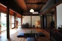 japanese room with kotatsu Japanese Style House, Traditional Japanese House, Japanese Modern, Japanese Interior, Japanese Design, Interior Exterior, Home Interior Design, Interior Styling, Layouts Casa
