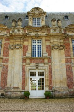 Chateau Miromensil; wonderful dormer design & like the combination of stone & brick in grand French buildings.