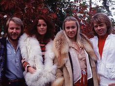 German press together with some ABBA fans arrived in Stockholm for an extended photo sessions both outside Frida and Benny's house in Lidingö and Polar offices. The pictures were published in West Germany in October Kinds Of Music, Music Love, Pop Music, Music Is Life, Radios, Frida Abba, Vintage Trends, Celebs, Celebrities