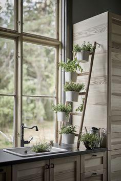 SATSUMAS plantenstandaard | #IKEA #IKEAnl #inspiratie #wooninspiratie #woonkamer #bamboe #wit #urbanjungle #urbangardening #planten #plantenparade #moestuin #kruiden