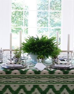Easy Entertaining with an Instant Table | Carolyne Roehm Simple elegance at its best is quintessential Carolyne Rohem