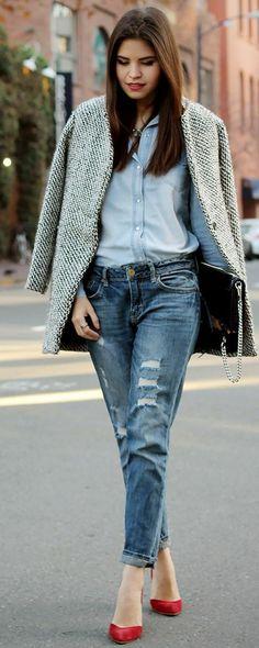 un total look denim, un manteau femme gris chiné d'une grande élégance