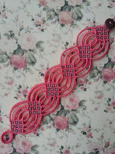 Embroidery Bracelets Ideas what a cool idea Amazing! Tatting Armband, Tatting Bracelet, Tatting Jewelry, Macrame Art, Macrame Projects, Macrame Knots, Hemp Jewelry, Macrame Jewelry, Macrame Bracelets