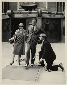 The first two foot prints were Douglas Fairbanks and Mary Pickford, who were co-owners of the theater along with Grauman and Howard Schenck. (pictured are Sid Grauman with Pickford and Fairbanks) Old Hollywood Stars, Hollywood Walk Of Fame, Golden Age Of Hollywood, Vintage Hollywood, Classic Hollywood, Silent Film Stars, Movie Stars, Connie Willis, Douglas Fairbanks