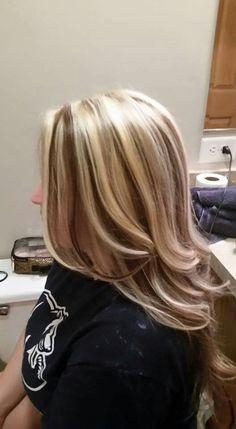 Chunky blonde highlights on dark blonde Brown Hair With Blonde Highlights, Dark Blonde Hair, Chunky Highlights, Hair Color Highlights, Caramel Highlights, Blonde Streaks, Hair Color And Cut, Haircut And Color, Brown Hair Colors