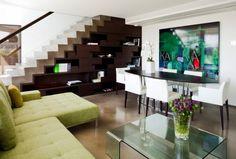 espacio-bajo-la-escalera-con-mueble-color-oscuro