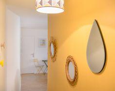 Spatiu vibrant si functional in doar 25 mp- Inspiratie in amenajarea casei - www. Decoration Photo, Ikea, Double Beds, Studio Apartment, Shoe Box, Decorative Objects, Light Fixtures, Small Spaces, Wall Lights