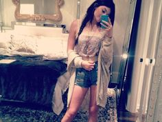 Kendall & Kylie Jenner's Instagram Photos: Kylie's summer outfit. Soo cute!