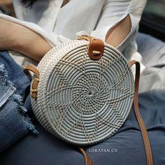 Best 12 White Flower Handwoven Round Rattan Beach Bag Bali – Natural Ata Grass Shoulder Bag With Lotus Patte Rattan, It Bag, Tribal Bags, Wooden Bag, Round Bag, Basket Bag, Crochet Handbags, Lotus, Summer Bags