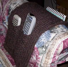 Arm Chair Caddy: Loom Knitting Pattern- why didn't I think of that! Loom Knitting Projects, Loom Knitting Patterns, Yarn Projects, Knitting Ideas, Crochet Yarn, Knitting Yarn, Hand Knitting, Knitted Throw Patterns, Sock Loom