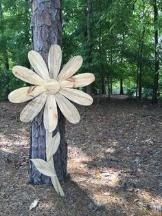 Reclaimed wood flower pallet flower pallet daisy by ShopAmbiguouS - Outdoors - Pallet Pallet Crafts, Pallet Art, Wooden Crafts, Pallet Signs, Pallet Ideas, Wood Signs, Daisy Art, Daisy Daisy, Wood Craft Patterns