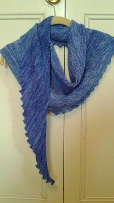 Hitchhiker scarf.  Free pattern on Ravelry http://www.ravelry.com/patterns/library/hitchhiker