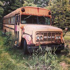 Old School Bus, School Buses, Vintage Cars, Antique Cars, Bus Camper, Heavy Machinery, Heavy Truck, Vintage School, Old Skool