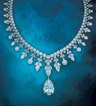 Tiffany & Co Majestic necklace. Round and oval-shaped diamonds are used to decorate bindings. The pendant is a removable large diamond that is IF rating of purity. It is one of the most striking works in diamond jewelry. Jewelry Box, Jewelry Accessories, Vintage Jewelry, Jewelry Necklaces, Fine Jewelry, Jewelry Design, Pearl Jewelry, Tiffany And Co Jewelry, Tiffany Necklace