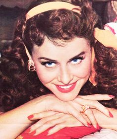 I will forever post this picture. It's just stunning. One of my favourites. Golden Age Of Hollywood, Vintage Hollywood, Hollywood Stars, Classic Hollywood, Paulette Goddard, Classic Actresses, Actors & Actresses, Hollywood Actresses, Elizabeth Taylor