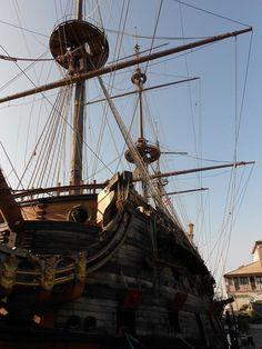 Genova: un galeone e un articolo sulla prigionia del corsaro Dragut.