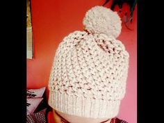 Tuto tricotin : le bonnet au point jersey / Loom knit a beanie Slouchy Beanie, Beanie Hats, Loom Love, Loom Knitting Stitches, Knitted Hats, Crochet Hats, Loom Craft, Diy Hat, Crochet Videos