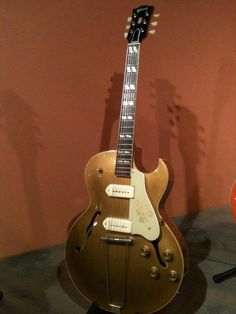 I wouldn't mind owning one of these (: #Gibson ES-295 (1953) #Gold