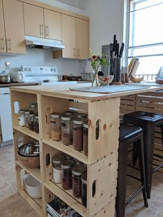 Diy Kitchen Island, Kitchen Inspirations, Ikea Hack Kitchen, Small House Living, Unusual Homes, Small Kitchen Furniture, Diy Kitchen Furniture, Sitting Room Design, Diy Kitchen