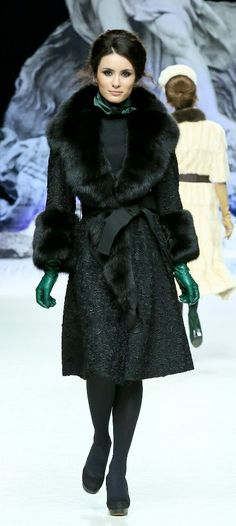 Russian style by Igor Gulyaev, a fashion designer from Moscow. Fur Fashion, Fashion 2017, Couture Fashion, Winter Fashion, Look Chic, Russian Fashion, Russian Style, Vintage Fur, Winter Wear