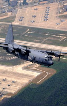 Photo of a USAF Spooky gunship banking over a Florida air base. Aircraft Parts, Cargo Aircraft, Military Jets, Military Aircraft, Military Helicopter, Air Force Special Operations, C130 Hercules, Ac 130, Boxer