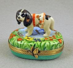 NEW FRENCH LIMOGES BOX CAVALIER KING CHARLES SPANIEL DOG PUPPY ON FLORAL BOX