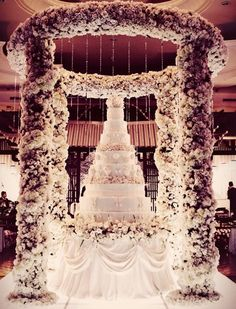 WOW <3!!! Love the idea of having the cake in the middle. { But Maybe a different flower pillar}