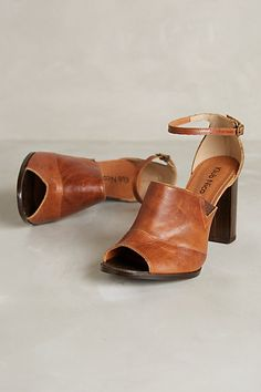 Anthropologie Terah Heels - too bad I don't wear high heels any more. Shoe Boots, Shoes Sandals, Shoe Bag, Women's Boots, Crazy Shoes, New Shoes, Hippie Style, Oxfords, Cute Shoes