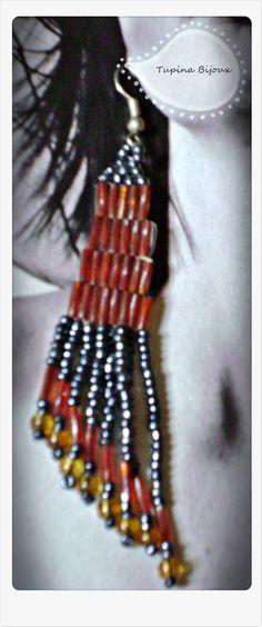 Aretes largos elaborados con canutillos, chaquira y chaquiron by Tupi'na Bijoux.