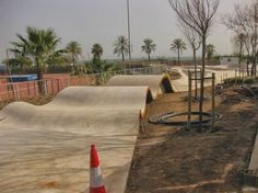 Natural elements like e.g. dunes can be transferred into skate obstacles.