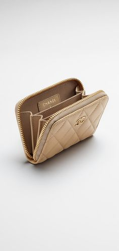 Quilted lambskin coin purse - CHANEL