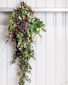 Day Five of #BritishFlowersWeek and @marketflowers' final featured florist is London based Carly Rogers -@carlyrogersflowers. . Tap on the link in my profile to read all about how Carly has combined her fine art background and extensive floristry experience. by @julian_winslow . #underthefloralspell #britishflowers