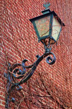 Detalles históricos que hacen parte de lo moderno. #AceroForjado #Ladrillo #Construccion #Diseño