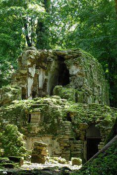 Yaxilan ruins