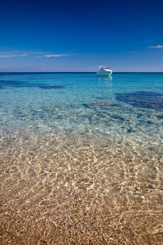 Ocean paradise background. (Mykonos Beach, Greece.)