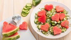 Liebe geht durch den Magen - mit herzigem Melonensalat kannst du deinen Lieben auch schon vor dem Hauptgericht eine Freude machen.