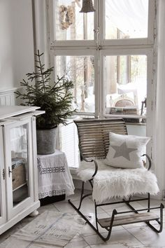 7 Decorating Tips To Take From The New Danish Lifestyle Concept: Hygge Decor, Furniture, Relax, Interior, Chic Home, Home Decor, Cozy Reading Corners, Interior Design, White Christmas Decor