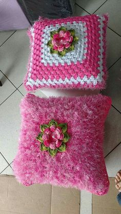 Enhance The Beauty of Tables with Crochet Table Runners Crochet Squares, Crochet Motif, Crochet Doilies, Free Crochet, Crochet Cushion Cover, Crochet Cushions, Crochet Pillow, Doily Patterns, Crochet Patterns