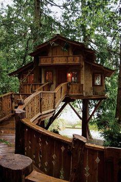 Heidi's treehouse chalet in Poulsbo, Washington • photo: Pete Nelson on Los Angeles Times