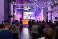 W Showroomie Philips Lighting nowoczesne rozwiązania widzimy na każdym kroku. Multimedialne panele Luminous Textile, modułowa struktura Synapse rozświetliły przestrzeń na oficjalnym otwarciu Showroomu. #design  #interior #Philips #Showroom #Duchnicka #PhilipsLighting