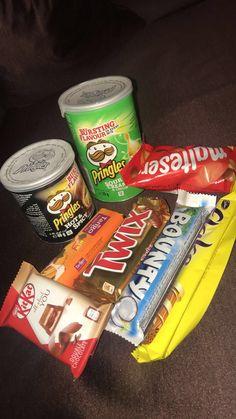 ೃ✧ 𝒂𝒏𝒅𝒙𝒆𝒔𝒔𝒂 ೃ✧ Night Food, Late Night Snacks, Cute Food, Yummy Food, Sleepover Food, Junk Food Snacks, Food Food, Snap Food, Food Snapchat