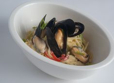Creamy Linguine with Mussels Seafood Recipes, Pasta Recipes, Pesto Pasta Bake, Linguine, Mussels, Clams, Pasta Dishes, Oysters, Entrees